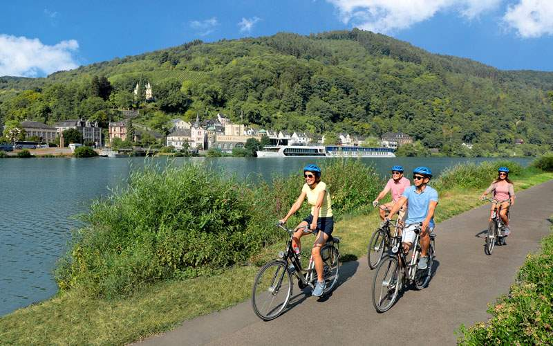 A bicycle tour along the Rhine River