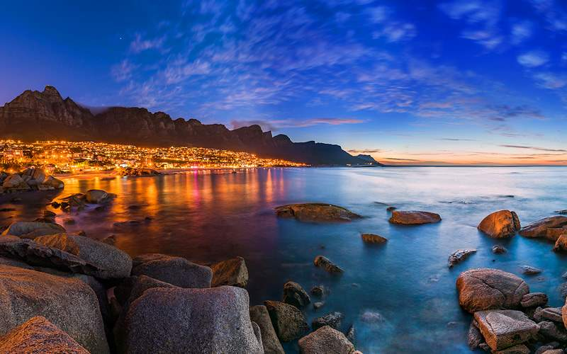 Cape Towns Table Mountain Lion Head and Twelve Apo