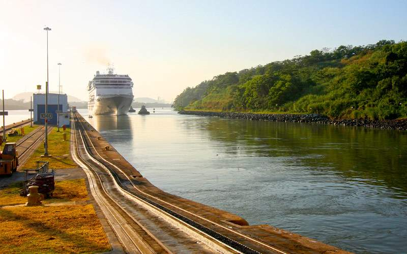 Cruise ship enters the Miraflores Lock in the Pana