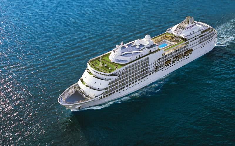 Seven Seas Navigator sailing the Panama Canal