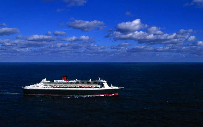 Queen Mary 2 at sea