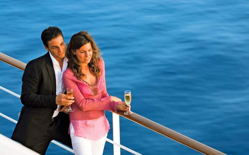 MSC guests enjoy champagne