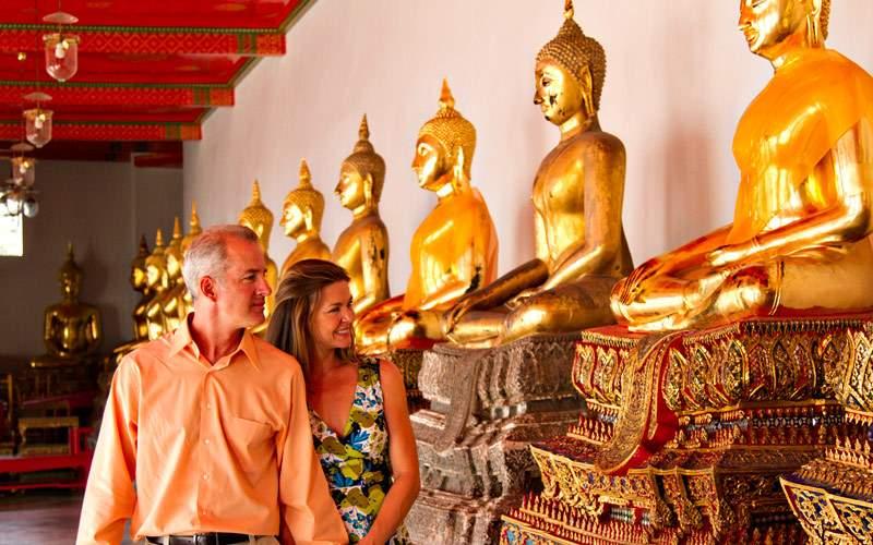 Visiting the Buddah in the Bangkok Temple