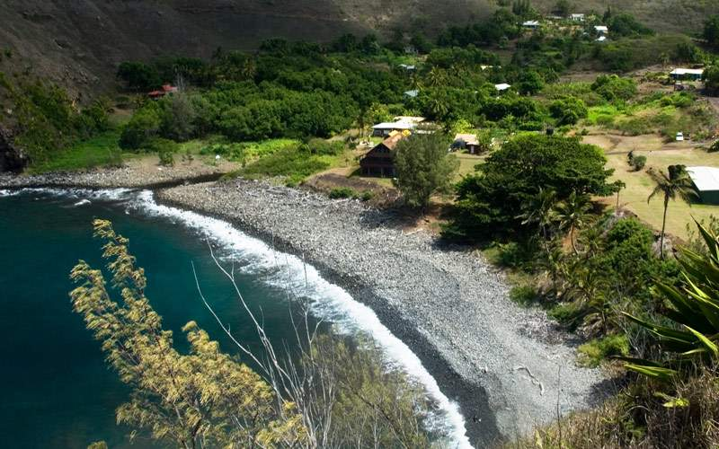 Discover the black sand beaches of Maui