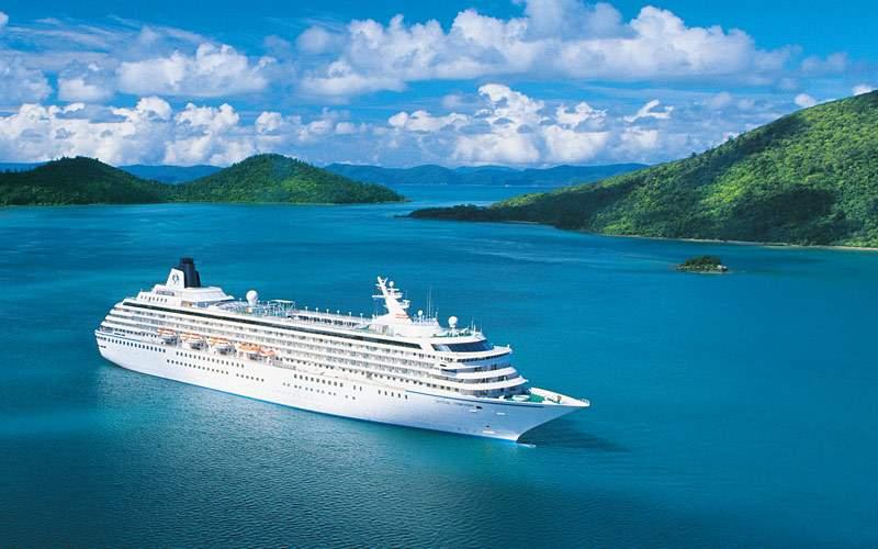 Cruising past the Whitsunday Islands of Australia