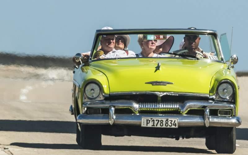 Tour Cuba in a classic vintage car