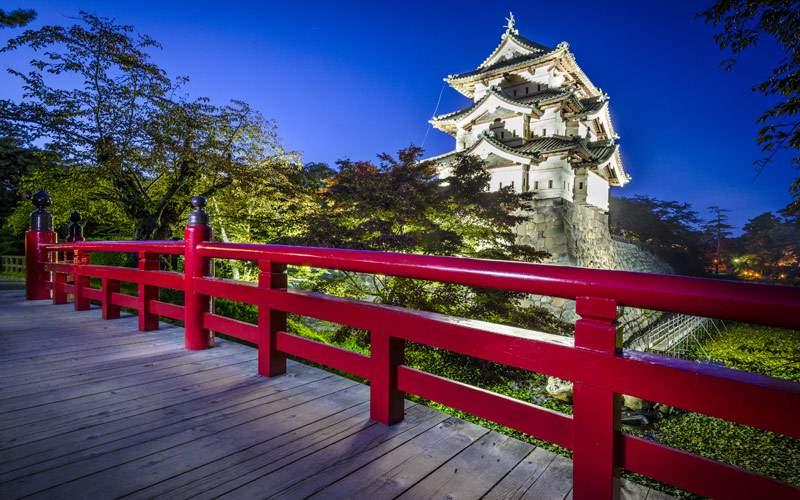 Explore castles in Japan