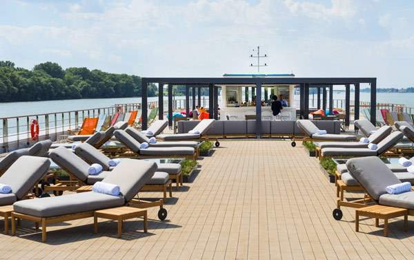 Crystal River Cruises-Entertainment
