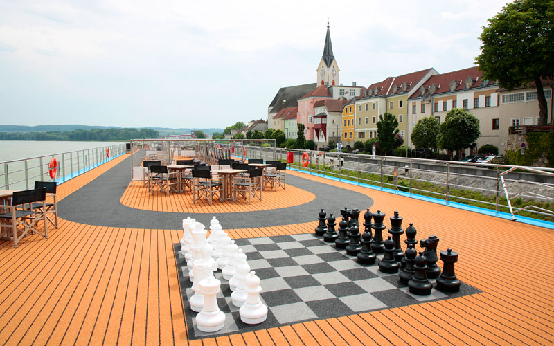 Sun Deck chess set on the AmaMora