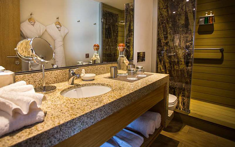 Bathroom aboard Avalon Delfin III