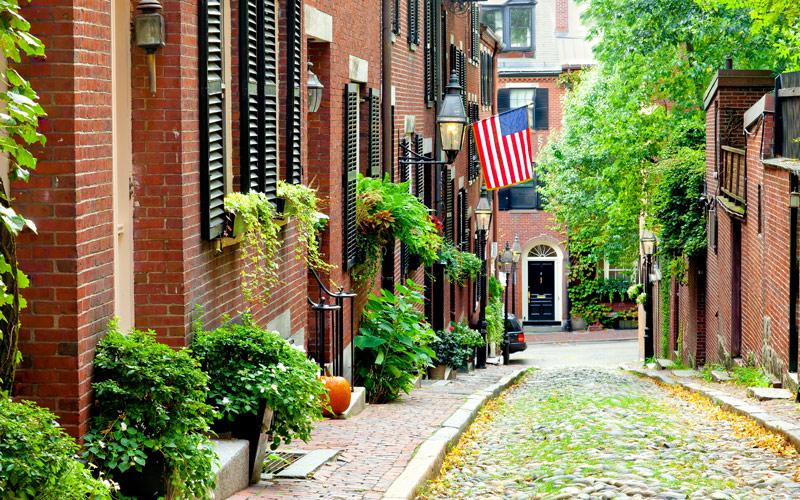 Cobblestone street in Boston and Historic Acorn St