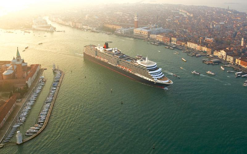 Cunard Line Queen Elizabeth exterior 01