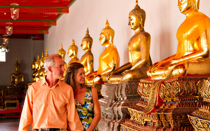 Visiting the Buddah in the Bangkok Temple