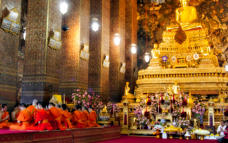 Golden Buddah and monks in the Bangkok Temple