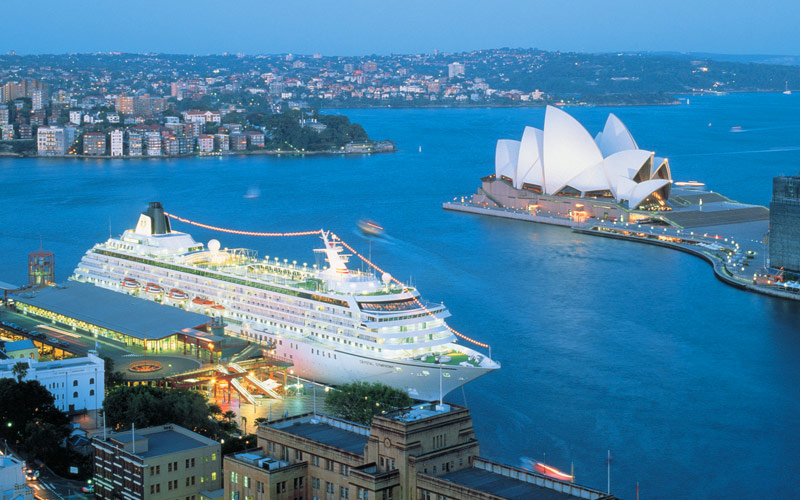 Symphony cruises past the Sydney Opera House