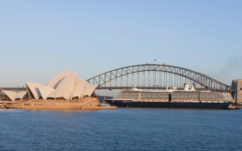 ms Oosterdam sails past the Sydney Opera House