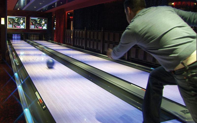 Norwegian Cruise Line Pearl bowling