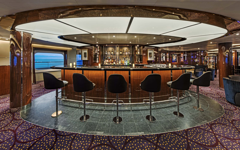 Bar aboard Seabourn Ovation