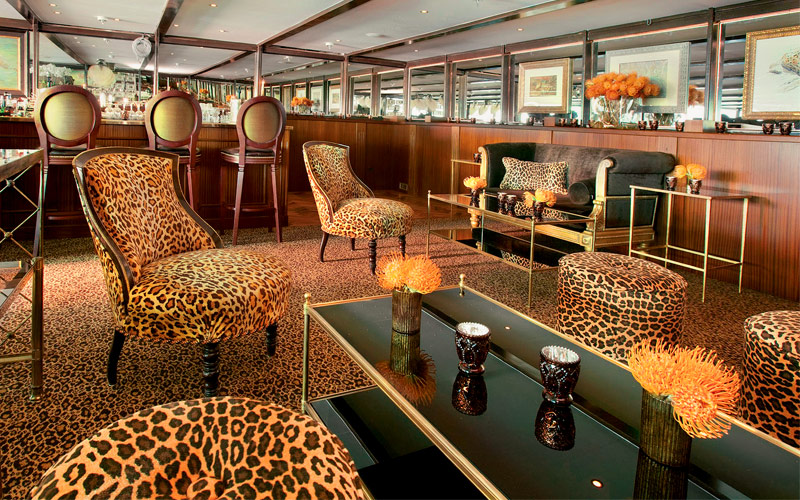 Uniworld River Cruises SS Antoniette Bar du Leopar