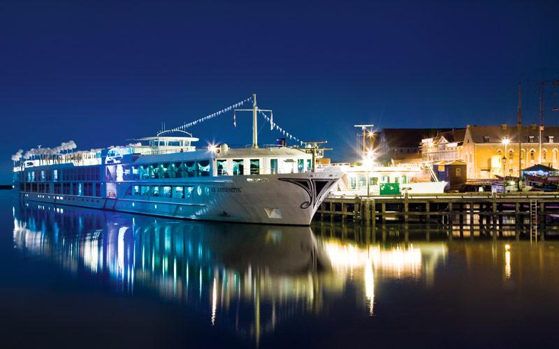 Uniworld River Cruises S.S. Antoniette exterior