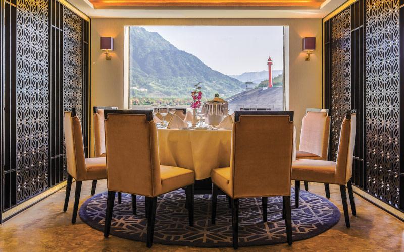 Dining on the Yangzi Explorer