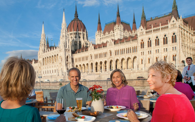 Couples dining on Alruna in Budapest