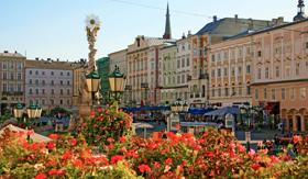 Avalon Visionary history river cruise Linz main square