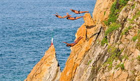 Quebrada Cliff Diver show in Acapulco