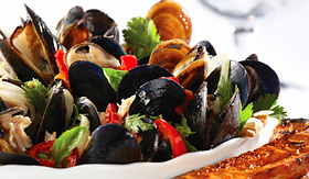 Norwegian Cruise Line mussels seafood dish with garlic bread
