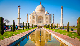 Princess Cruises-Taj Mahal on a bright and clear day