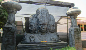 Shiva statue in Elephanta Caves