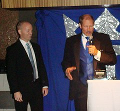 Bob Rose presents Frans Hansen the award!
