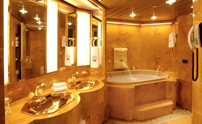 Penthouse Suite Bathroom (Holland America)