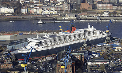 Queen Mary 2 in Elbe. Photo Courtesy of Cunard Line.