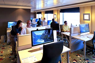 Computer University @ Sea. Photo courtesy of Crystal Cruises.