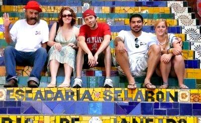 Serena, friends and Jorge Selaron at the Escadaria Selaron.