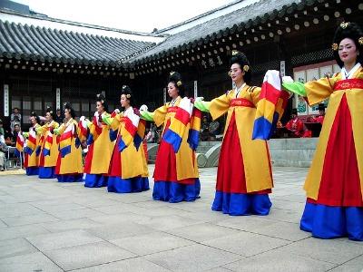 Traditional Korean dancers