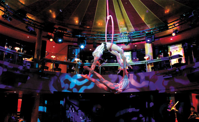 Norwegian Epic - acrobatics
